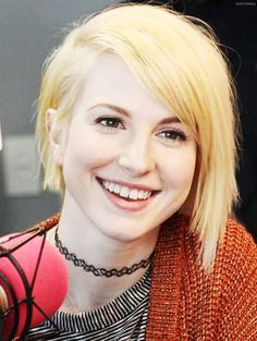Hayley Williams- bleached blonde hair, choker, clean face