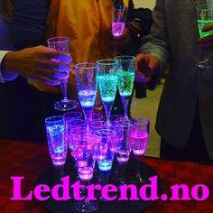 Du kommer alltid i fest stemning med ledtrend... #ledtrend #fest #ledparty #ledglass #vors #champis #party #partyplanner #festligheter #festival #hjemmefest #dekor #pynt #festpynt #selskap #selskapsbord