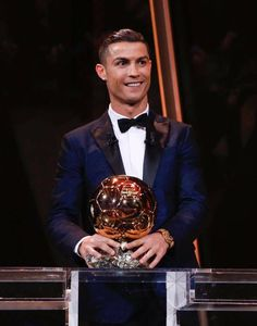 Cristiano Ronaldo wins the 2017 Ballon d'Or 171207 Cristiano Ronaldo Cr7, Cristiano Ronaldo Trophies, Cristino Ronaldo, Cristiano Ronaldo Wallpapers, Neymar, Ronaldo Real Madrid, Real Madrid Football, Portugal National Football Team, Juventus Wallpapers
