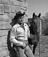 """Clint Walker as Cheyenne Bodie from the TV show """"Cheyenne. Western Art, Western Cowboy, Clint Walker Actor, Cheyenne Bodie, Tv Westerns, Cowboys And Indians, Classic Movie Stars, Star Pictures, Western Movies"""