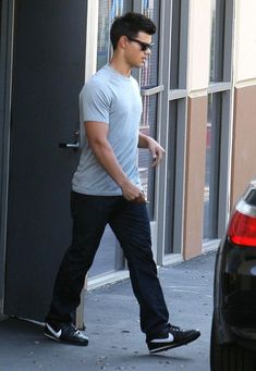ACTOR TAYLOR LAUTNER LEAVES A CHIROPRACTOR'S OFFICE - 'Twilight' star Taylor Lautner and his girlfriend Sara Hicks were seen leaving a chiropractors office in Los Angeles CA.  For a chiropractor in Augusta GA visit www.georgia-clinic.com