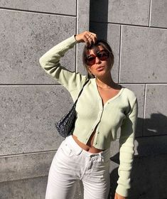 Mint Cardigan, weiße Hose, You are in the right place about Vintage Style photography Here we offer you the most beautiful pictures about the Vintage Style outfits you are Outfits 90s, Cute Casual Outfits, Fall Outfits, Fashion Outfits, Stylish Outfits, Mint Outfits, Jeans Fashion, Grunge Outfits, Sneakers Fashion