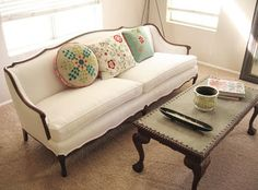 French sofa before and after. OH my this looks lovely! IF only, a: my husband would be cool with a white couch, or b: I had a studio. Sofa Set Designs, Wooden Sofa Designs, Wooden Sofa Set, Vintage Sofa, Vintage Diy, Decoracion Vintage Chic, Victorian Sofa, French Provincial Furniture, French Sofa