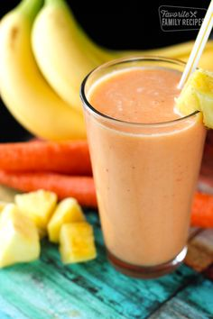 Detoxifying Energy Boosting Smoothies DIY Projects Craft Ideas & How To's for Home Decor with Videos I needed this Golden Detox Smoothie today! I have eaten so much junk over the holidays, I am ready to clean things up in my system. Dietas Detox, Smoothie Detox, Juice Smoothie, Smoothie Drinks, Detox Drinks, Healthy Smoothies, Healthy Drinks, Healthy Snacks, Healthy Eating