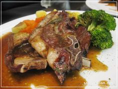 Grilled lamb chops in Guinness gravy