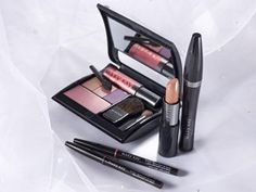 Mary Kay customizable makeup/powder compact. ♥