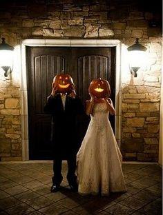Halloween wedding photos / http://www.himisspuff.com/halloween-wedding-ideas/2/
