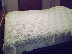 STUNNING HAND CROCHET POPCORN/FLOWER DESIGN FULL BEDSPREAD WITH SCALLOP EDGING