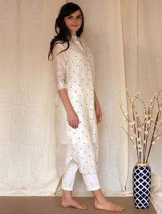 Check out latest stylish Indian designer tunic top dress for ladies and women for online shopping and buying. Find latest patterns, colours of trendy tunic tops for girls, women and ladies. Tunic Designs, Kurti Neck Designs, Kurta Designs Women, Indian Attire, Indian Outfits, Indian Gowns, Indian Wear, Indian Designer Outfits, Designer Dresses