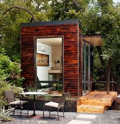 This garden studio or office by Sett Studio even has it's own decking. If you had a garden building like this, what would you use it for? Image credit: studio-shed Backyard Office, Backyard Studio, Garden Studio, Garden Office, Tiny Office, Home Office, Cabana, Prefab Office, Modular Office