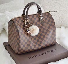 Fashion Designers Louis Vuitton Outlet, Let The Fashion Dream With LV Handbags At A Discount! New Ideas For This Summer Inspire You, Time To Shop For Gifts, Louis Vuitton Bag Is Always The Best Choice, Get The Style You Love From Here. New Louis Vuitton Handbags, Sac Speedy Louis Vuitton, Louis Vuitton Designer, Burberry Handbags, Luxury Handbags, Fashion Handbags, Purses And Handbags, Fashion Bags, Women's Fashion