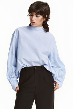 Long-sleeved blouse in an airy weave with a stand-up collar, dropped shoulders and wide sleeves with wide, close-fitting cuffs. The blouse is in a straight, Blouse Ample, 2016 Fashion Trends, H&m Women, Blue Stripes, Fashion Online, Kids Fashion, Bell Sleeve Top, Feminine, Ruffle Blouse