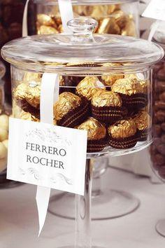 Mesa de doces diferentes - porque não usar doces que os noivos gostam?
