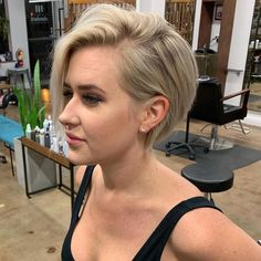 40 Latest Short Pixie Hairstyles For Women - - Short Hairstyles - Hairstyles 2019 On the off chance that you need to have your spot among the new patterns, you can endeavor to give your hair another look. In the event that you need to see the Modern Short Hairstyles, Prom Hairstyles For Short Hair, Gorgeous Hairstyles, Short Haircuts For Women, Fine Hairstyles, Hairstyles Videos, School Hairstyles, Pixie Haircuts, Hairdos