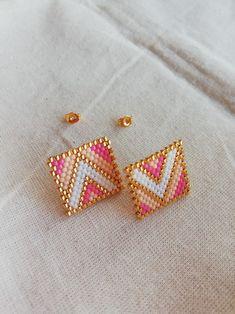 Beaded Earrings Patterns, Seed Bead Earrings, Diy Earrings, Beading Patterns, Beaded Brooch, Brick Stitch Earrings, Beadwork Designs, Beaded Crafts, Seed Beads