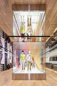UNIQLO Window Installations – Thin Thin Thin / Emmanuelle Moureaux Architecture + Design
