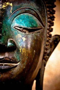 Non importa quanto duro sia stato il passato.  Puoi sempre ricominciare da capo. (Buddha) http://www.ilgiardinodeilibri.it/libri/__buddha-osho.php?pn=3028