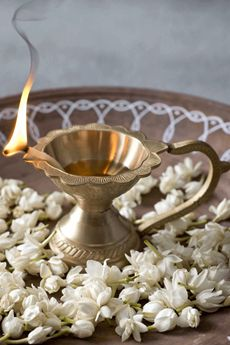 21 best diwali decor ideas on a budget. Quick and easy traditional diwali decoration ideas for your home using flowers and diyas. Happy Diwali Pictures, Hindu Festival Of Lights, Diwali Dresses, Pooja Room Door Design, Diwali Greetings, Spiritual Decor, Diwali Celebration, Hanging Mason Jars, Puja Room