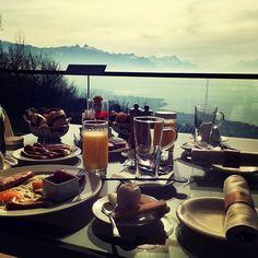 #brunch #perfectview #vevey #lacleman #mirador #suisse Vevey, Resort Spa, Alcoholic Drinks, Brunch, Fresh, Instagram Posts, Food, Alcoholic Beverages, Eten