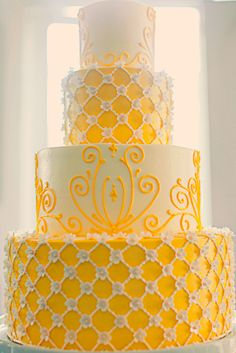 Yellow cake for a yellow wedding! Gorgeous Cakes, Pretty Cakes, Cute Cakes, Amazing Cakes, Unique Cakes, Elegant Cakes, Cake Pictures, Wedding Cake Designs, Wedding Desserts