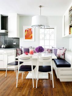 Kitchen banquette seating is so comfy and inviting. With this square table its perfect! Kitchen Banquette, Banquette Seating, Dining Nook, Kitchen Nook, Eat In Kitchen, Kitchen Decor, Kitchen Dining, Kitchen Ideas, Corner Seating