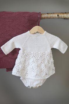 12 oppskrifter til baby i nye KlompeLOMPE-farger. Emma-KjolebodyStr 0 – 36mnd Garn: KlompeLOMPE Tynn Merinoull 150 (200) 200 (250) 250 (300) 300 (350) g Helene-jakkeStr