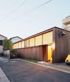 Hidekazu and Miharu Higashibata chose to incorporate Italian sensibilities when hiring Tezuka Architects to construct their dream home. A...