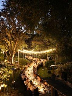 Perfect set! Eine Hochzeit im Freien unter dem Sternenzelt - könnte es noch romantischer sein?
