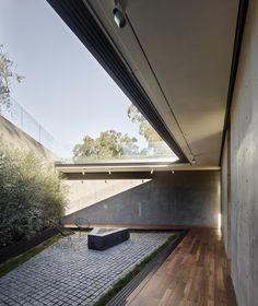 Oak Pass House / Wal