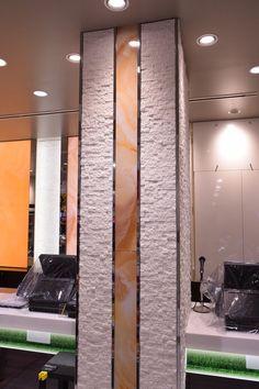 装飾アクリルパネル施工事例。店舗内柱装飾。アラバスター・シリーズ「アクミン」