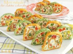 The colors in the dish: Mini rolls of colored pancakes Mini Rolls, Recipes Appetizers And Snacks, Pancakes And Waffles, The Dish, Bruschetta, Zucchini, Dishes, Vegetables, Cooking