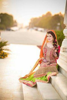 Pakistani Mehndi Dress, Beautiful Pakistani Dresses, Bridal Mehndi Dresses, Pakistani Bridal, Pakistani Outfits, Indian Outfits, Beautiful Dresses, Wedding Dresses, Pakistani Wedding Photography