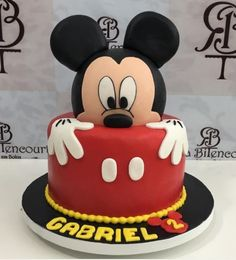 Bolo do Mickey Bolo Mickey Baby, Bolo Do Mickey Mouse, Festa Mickey Baby, Mickey And Minnie Cake, Fiesta Mickey Mouse, Mickey Cakes, Minnie Mouse Cake, Mickey Mouse Birthday Theme, Mickey Mouse Party Decorations