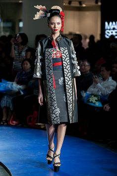 Fashion Nation 2014 – Denny Wirawan – The Actual Style Fashion 101, Japan Fashion, China Fashion, Fashion Outfits, Womens Fashion, Blouse Batik, Batik Dress, Batik Fashion, Daily Dress