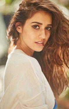 Disha Patani is an Indian Model & Actress 💕👌🏽📸 Bollywood Actress Hot, Beautiful Bollywood Actress, Bollywood Actors, Bollywood Celebrities, Beautiful Indian Actress, Beautiful Actresses, Beautiful Women, Indian Film Actress, Indian Actresses