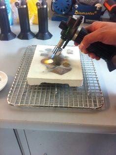 Etapa de quemado de Piezas de #PlataPura creadas con la #TécnicaMetalClay y los metales moldeables de #ArtClay