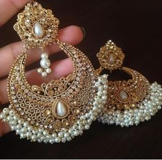 Ideas Indian Bridal Accessories Jewelry Earrings For 2019 Indian Jewelry Earrings, Indian Jewelry Sets, Jewelry Design Earrings, Gold Earrings Designs, Indian Wedding Jewelry, Fashion Earrings, Bridal Jewelry, Fashion Jewelry, Pakistani Jewelry