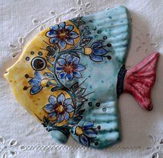 Pesce murale in maiolica .Realizzato interamente a mano.Dipinto a mano decoro Geo/Floris, by ilciliegio, 8,00 € su misshobby.com