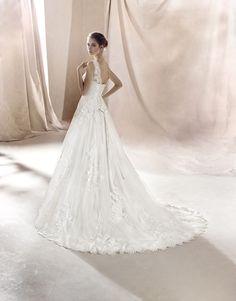 9c2574f28e Abito da sposa in pizzo White One 2016 by Pronovias FG per Bride Project  Buttrio www.brideproject.it