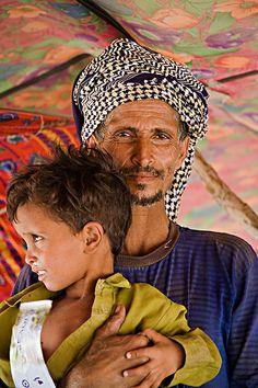 Africa   Rashaida man with child from Eritrea   © Johan Gerrits