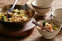 Whip up a quick weeknight meal with Curtis Stone's speedy pork and vegetable fried rice. How To Cook Barley, How To Cook Rice, How To Cook Pasta, Vegetable Fried Rice, Fried Vegetables, Cooking Tofu, Cooking Games, Cooking Pasta, Cooking Classes