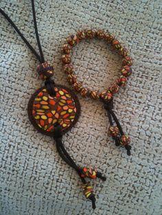 necklace and polymer clay beads bracelet - colgante y pulsera bolitas hechas de fimo marrón naranja brown orange yellow
