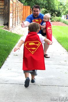 ADORABLE FATHER'S DAY PHOTO SHOOT! A Superman tshirt for dad and Superman capes for the kids makes for a fun father and son photo shoot, and a framed photo of super dad and his super boys makes a great Father's Day gift!