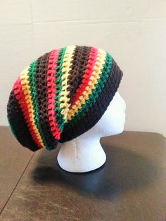 Stripped slouchy Beanie - free crochet pattern by Yarnee Marmee. In child-adult sizes, and worsted weight yarn. Crochet Slouch Beanie, Slouch Hats, Slouchy Beanie, Knitted Hats, Loom Knitting Projects, Crochet Projects, Crochet Cap, Free Crochet, Crochet Barefoot Sandals