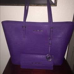 GRAPE MICHAEL KORS TOTE SET EXCELLENT CONDITION Michael Kors Bags