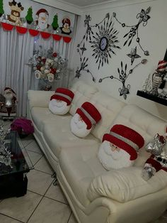 Maru Rivera Muñoz's media content and analytics Christmas Sewing, Christmas Home, Merry Christmas, Christmas Pillow, Christmas Holidays, Diy And Crafts, Christmas Crafts, Christmas Ornaments, Christmas Bathroom Decor