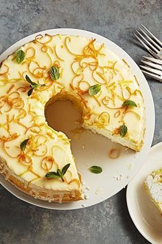 Thanks to a few tablespoons of orange juice, this springtime cake is the perfect balance between citrusy and sweet.