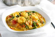 Coconut Shrimp Curry with Red Pepper and Spinach - Stuck On Sweet Curry Recipes, Shrimp Recipes, Fish Recipes, Indian Food Recipes, Asian Recipes, Healthy Recipes, Ethnic Recipes, Coconut Curry Shrimp, Prawn Curry