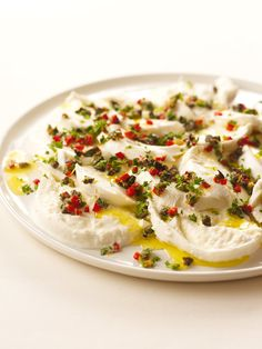 mozarella with crazy gremolata /nigella Nigella Lawson, Buffalo Mozzarella, Fresh Mozzarella, Appetisers, Recipe Today, Other Recipes, Queso, Appetizer Recipes, Antipasto