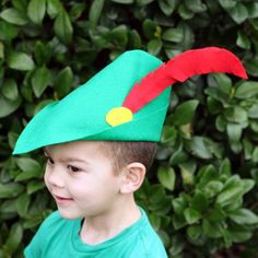 How to Make Robin Hood's Hat Crafts For Boys, Cute Crafts, Disney Diy, Disney Crafts, Disney Dress Up, Activities For Kids, Learning Activities, Childrens Party, Disney Style